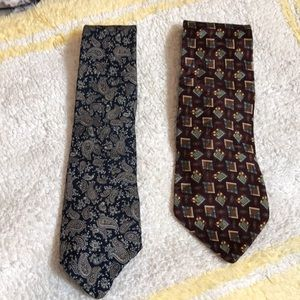 Two Men's ties, very nice fabric and nice patterns